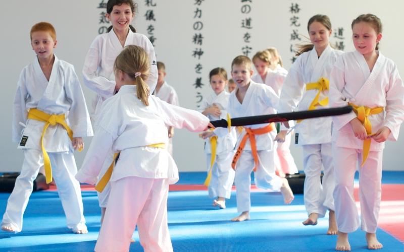 dojo-trenink-karate-brno-hry1-deti
