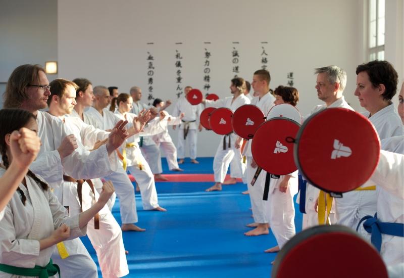 karate-brno-mladez-dospeli-lapy
