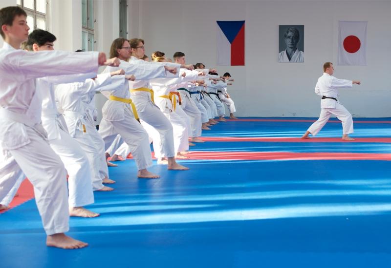 karate-brno-mladez-dospeli-oicuki2